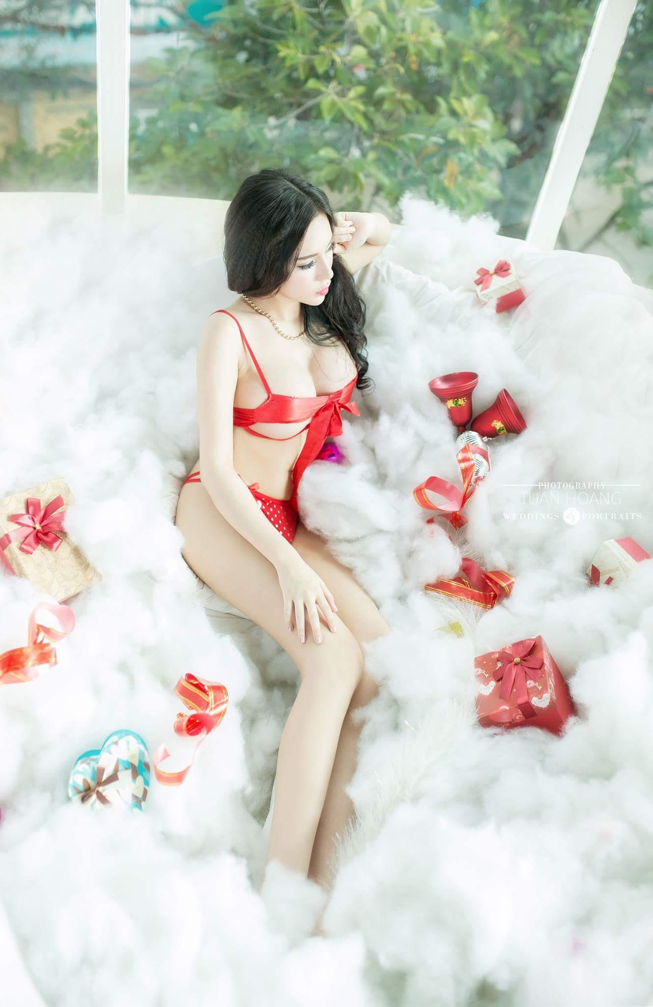 Yum Lê sexy Noel tràn ngập sắc màu