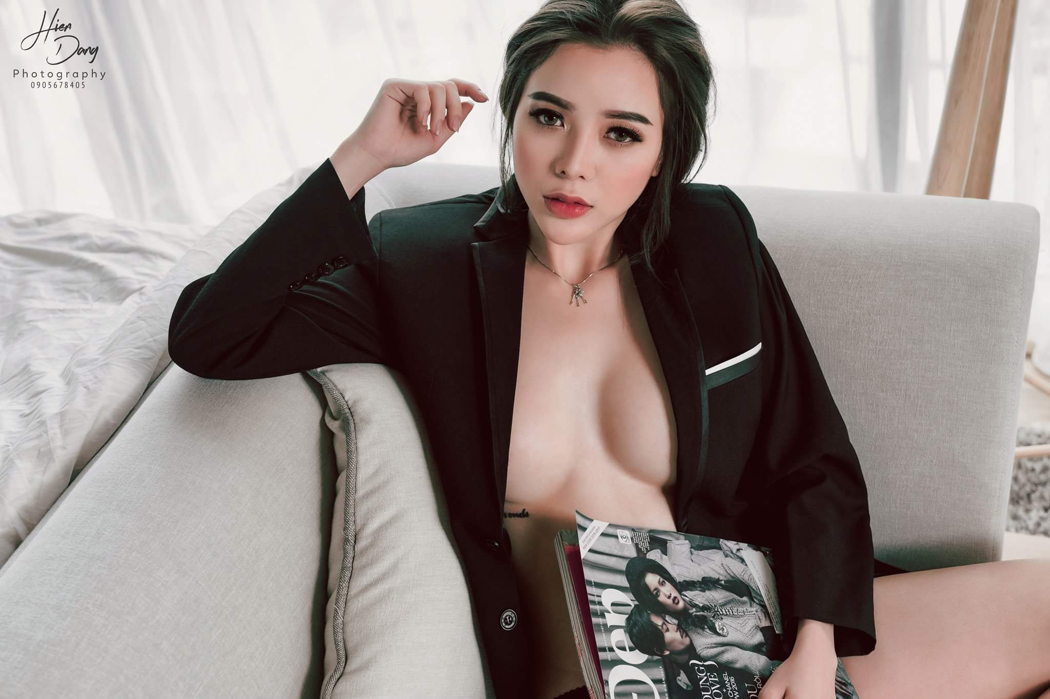 Vest and magazine photo Hiến Đặng