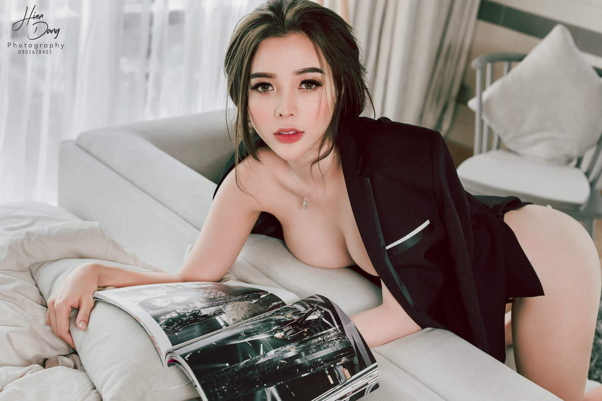 Vest and magazine photo Hiến Đặng